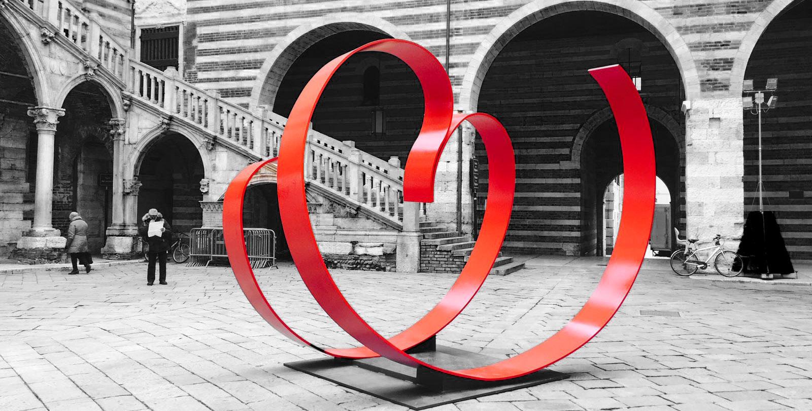 Love me: scultura di Piera Legnaghi per Verona in Love 2017